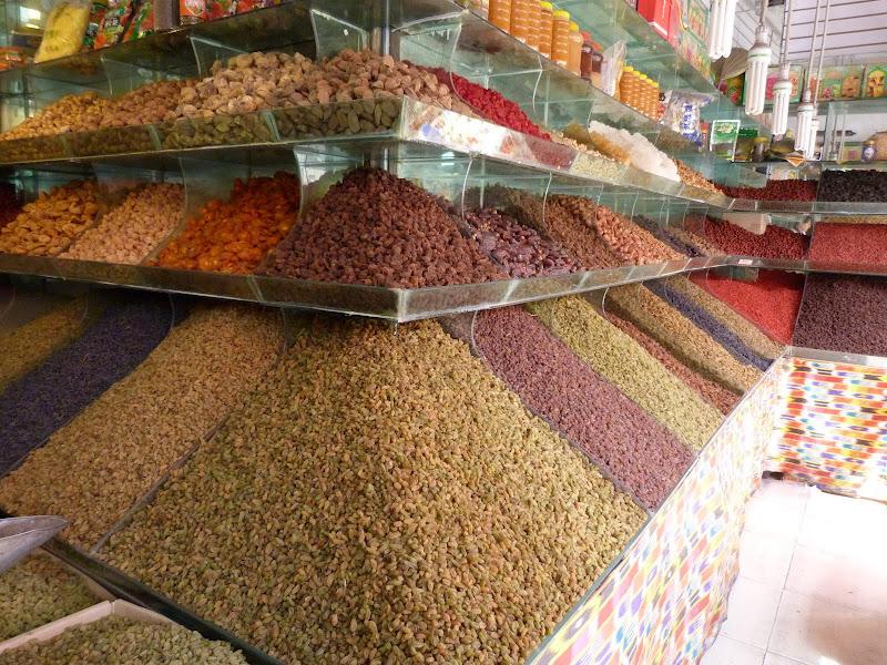 XINJIANG. Urumqi, Grand Bazar, 8 avril - P1270295.JPG