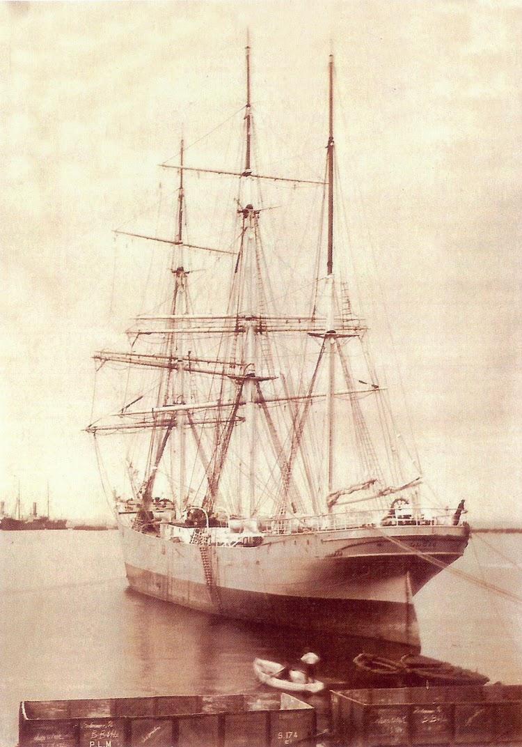 La barca LLUIS en un puerto frances indeterminado. Ca. 1910. Foto del libro Els Premianencs i el Mar.jpg