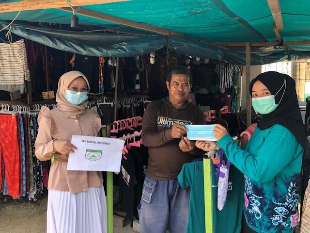 Sasar Tempat Ibadah, KMB Bagikan 1000 Masker kepada Warga Halong