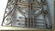 Besi tua sangat tebal, kuat kokoh bekas bangunan lama