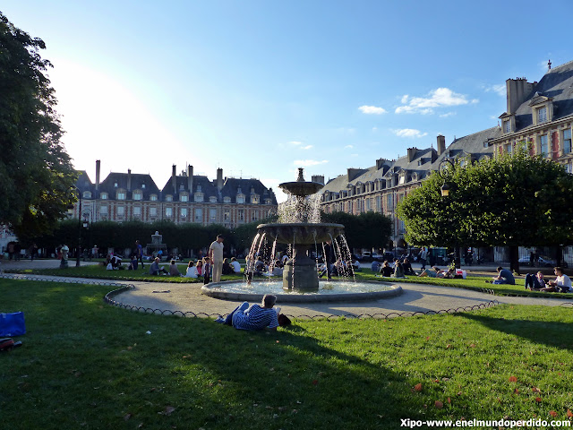 place-des-vosgues-paris.JPG