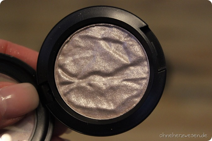 MAC Faerie Whispers LE Limited Edition Lidschatten Foiled Shadow Eyeshadow Feenstaub enchanted Forest Faerie Fayre Sweet Illusion Magic in your eyes joy toy fly by twilight feminine wiles fairyland G2 5