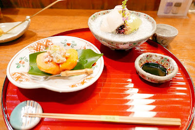Tousuiro, a Tofu Kaiseki restaurant. Tousuiro specializes in homemade tofu and offers a kaiseki dinner that can include seafood or can also be completely vegetarian. This is the can have vegetarian version of the first course