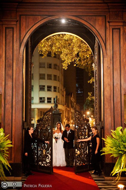 Foto de casamento 0724 de Renata e Cristiano. Marcações: 28/08/2010, Casamento Renata e Cristiano, Igreja, Igreja Sao Francisco de Paula, Rio de Janeiro.