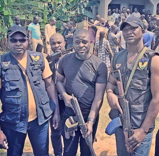 Nigerian Man Shares Photo Of SARS Police Officers Looking Like Armed Robbers