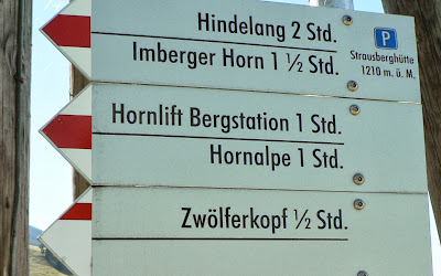 Wegweiser an der Strausberghütte Imberg Sonthofen Allgäu