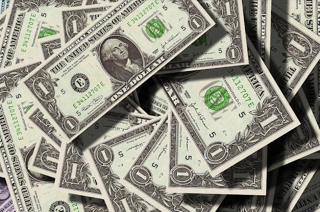 Dólares | Pixabay