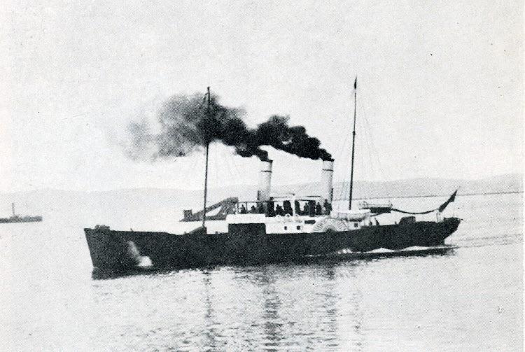 El EXPRESS entrando en Santander. Foto del libro La Marina Cantabra. Desde el Vapor. Volumen III.tif