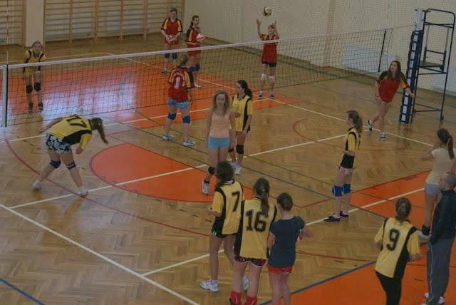 Zawody siatkarskie dziewczat 1 marca 2011 - DSC09266_1.JPG