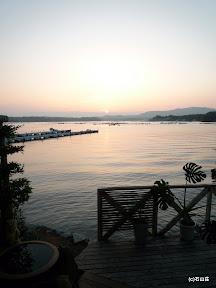 2009/8/3。例年より遅く梅雨明けが発表された日の夕景です。雲が無く空気が綺麗な日でした。