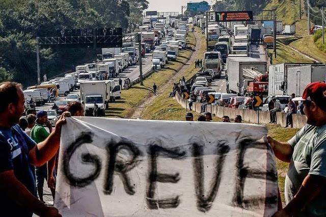 Caminhoneiros voltam ameaçar com greve após nova alta do diesel