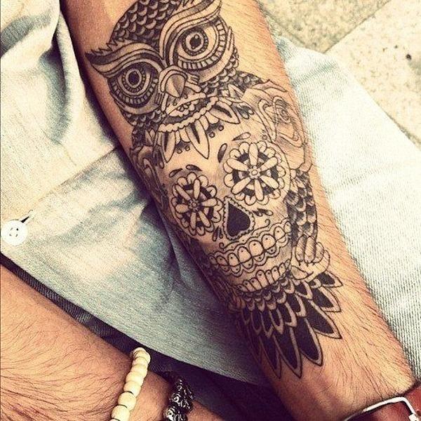 a_coruja_e_o_açcar_crnio_tattooo_em_preto_e_cinza