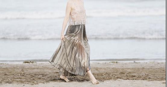 Giorgio armani veste la madrina sonia bergamasco per il tradizionale photocall al lido di venezia in occasione della 73esima edizione della mostra internazionale d'arte cinematografica di venezia