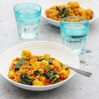 Spinach, Cauliflower, Quinoa and Chickpea Curry (Vegan).