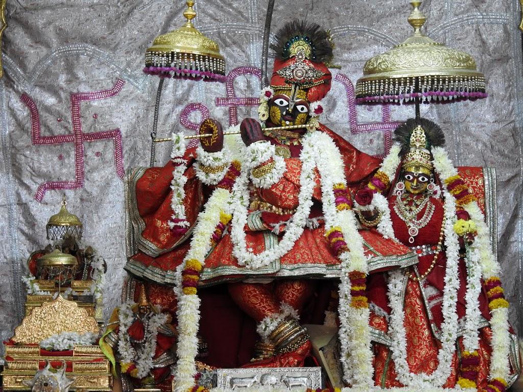 Radha Govind Devji Deity Darshan 04 Jan 2017 (1)