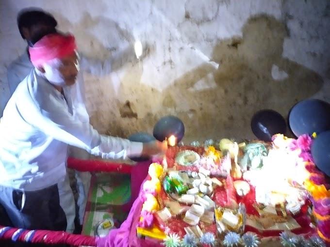 राधा कृष्ण मंदिर खरका में ठाकुर को कराया जल बिहार