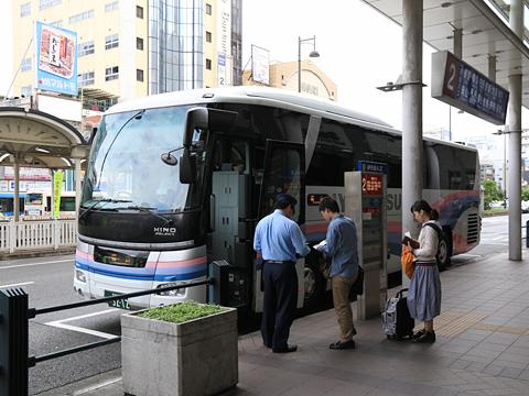 伊予鉄道「キララエクスプレス」 5212 松山市駅改札中