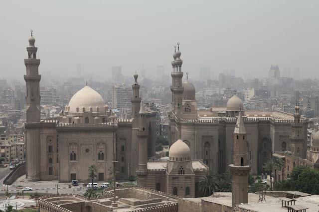 فى مصر الرجل تدب مكان ماتحب ( خاص من أمواج ) IMG_1666