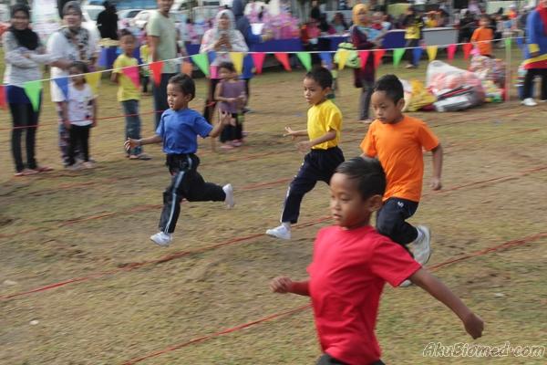 Acara lumba lari kanak-kanak lelaki 5 tahun