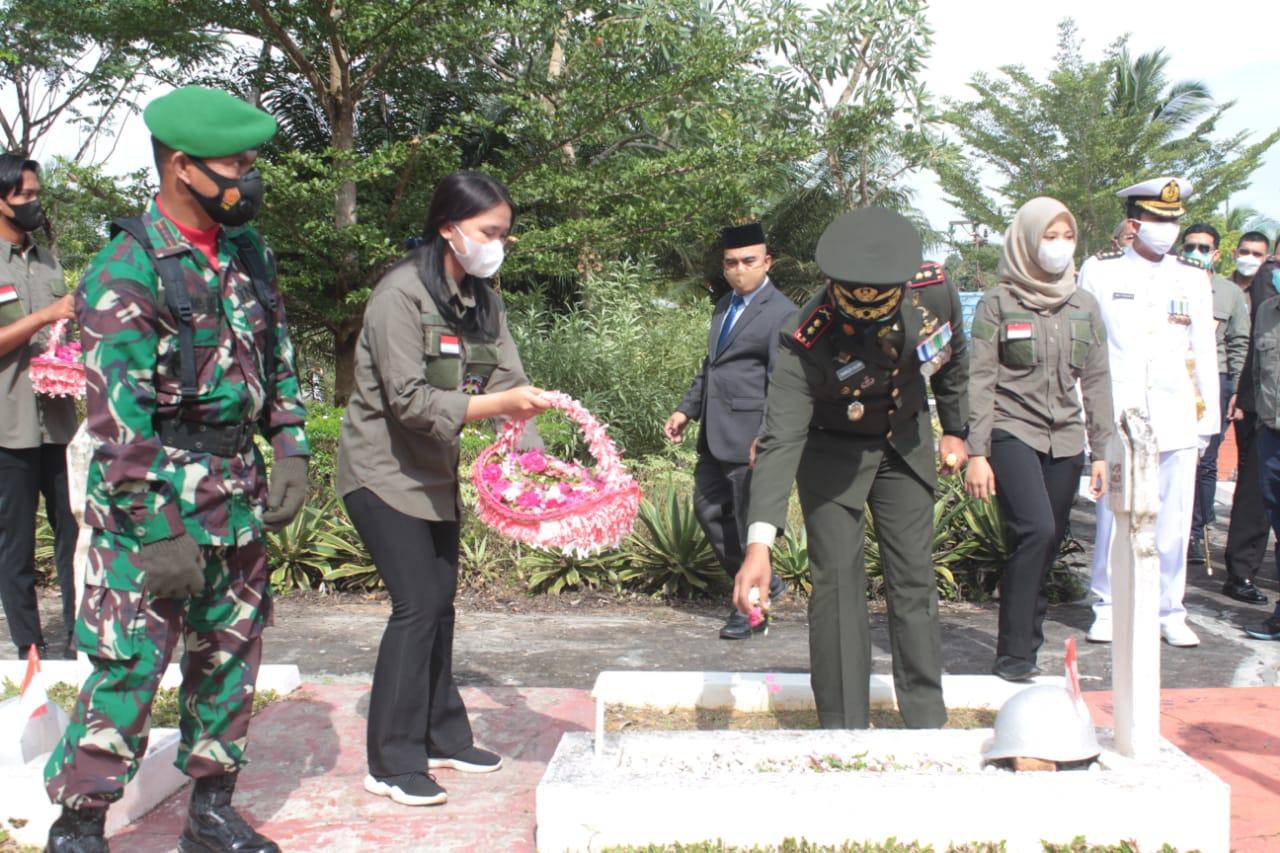 Kodam VI/Mlw Gelar Upacara Peringatan Perjuangan Merah Putih di Sanga-sanga
