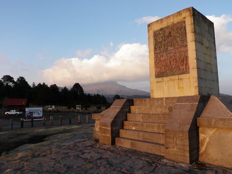 Iztaccíhuatl • Paso de Cortés and Iztaccíhuatl