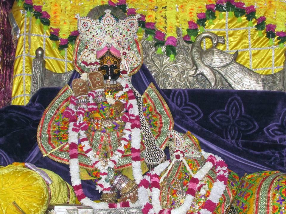 Shri Radhavallabh  Shringar Aarti Darshan 9 Jan 2016  (1)
