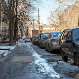 Ясногорск. Во дворах очень много машин из-за чего остается очень мало места