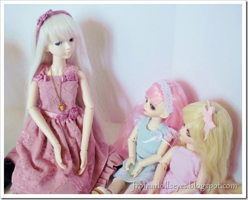 Having a bjd tea party, with one problem.