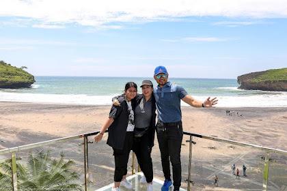 Spot Selfie Tiara Glass dengan Background Pantai Ngiroboyo, datang kesini yuk!