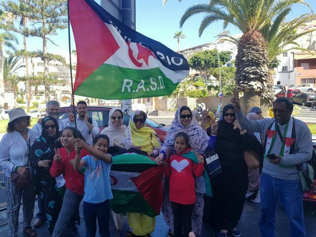 جزيرة *تنريفي الكنارية* تقيم مظاهرة للتضامن مع المعتقليين السياسيين الصحراويين المضربين عن الطعام.