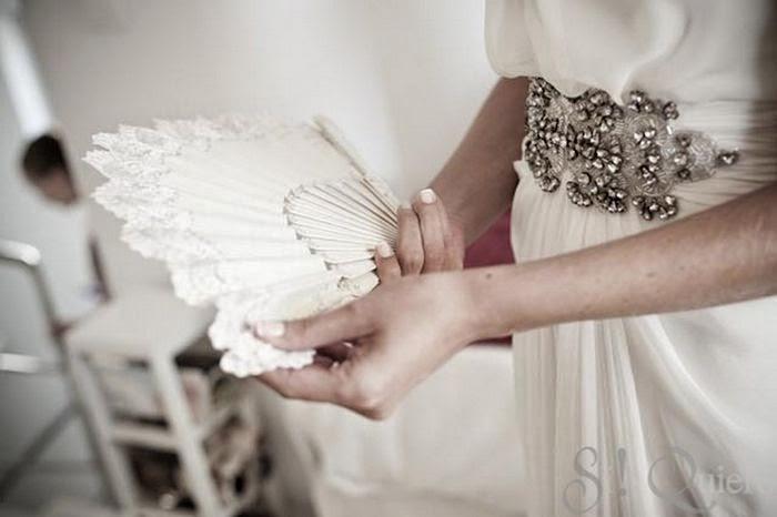http://www.queridavalentina.com/BLOG/2013/07/la-boda-de-maria-en-la-playa/