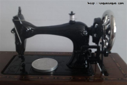 Máquina de coser escala 1:12