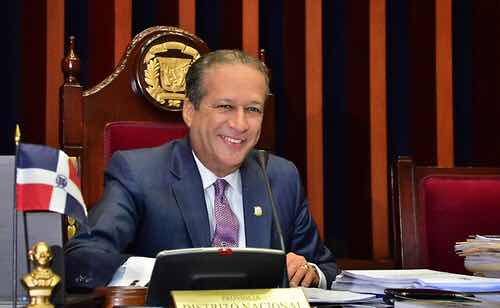 El presidente del Senado de la República, Reinaldo Pared Pérez, a partir de hoy hará formalmente su renuncia de su cargo para lanzar su candidatura presidencial.