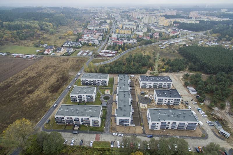 wynajem drona zdjęcia z lotu ptaka z drona nowowybudowane osiedle Pod Skarpą w Bydgoszczy z lotu ptaka