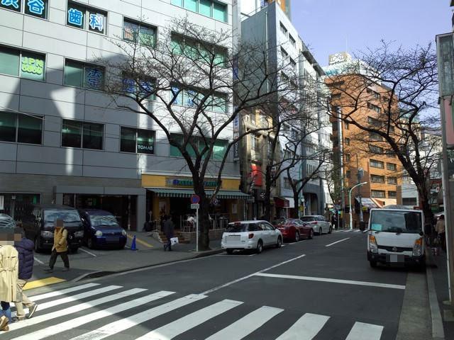 渋谷桜丘町の富士屋の前の通り