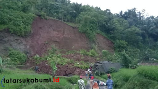 Tebing Longsor Hantam Rumah Warga Kabandungan Sukabumi