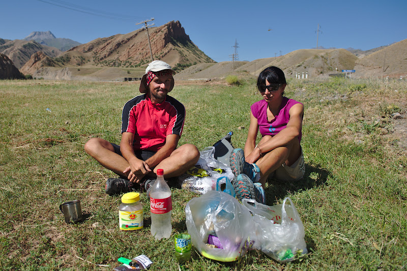 Last morning coffe with Spaska, before continuing alone toward the Pamirs.