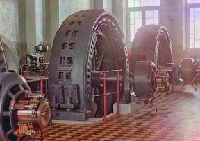 Генераторы, сделанные в Будапеште, в зале генераторной станции в Иолотане, Туркменистан, на реке Мургхаб, 1910 год