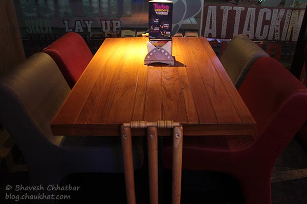 A dim-light table at Toss Sports Lounge Koregaon Park