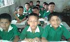 Bambini di una classe di Shuktara