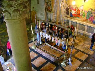 Храм Гроба Господня. Камень Миропомазания. Экскурсия в Иерусалим и Вифлеем. Гид в Израиле Светлана Фиалкова.