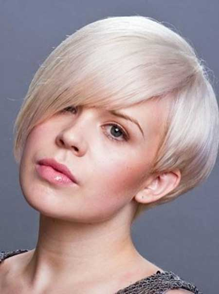 Latest Short Bob Hairstyles for Round Faces 4