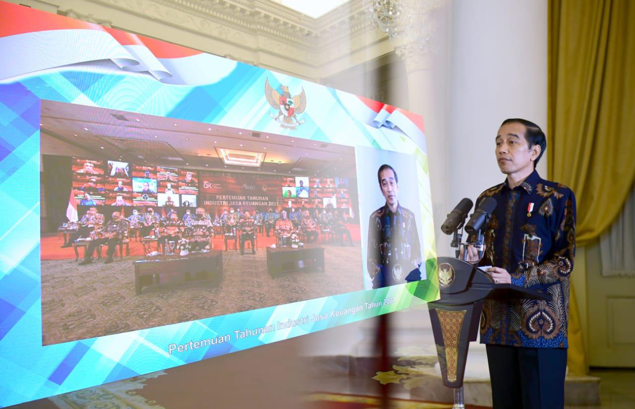 Presiden Jokowi : Pengawasan OJK  Tidak Boleh Masuk Angin, Harus Mengeluarkan Taringnya