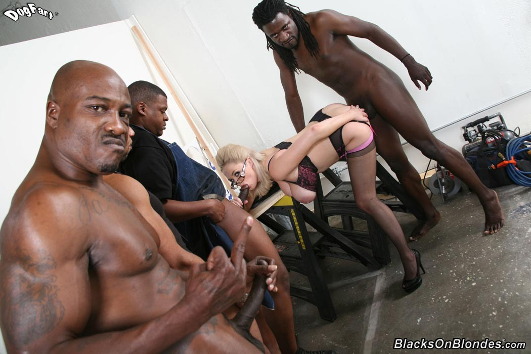 nigger-bitches-fuckin-white-dudes-pictures-young-boobs
