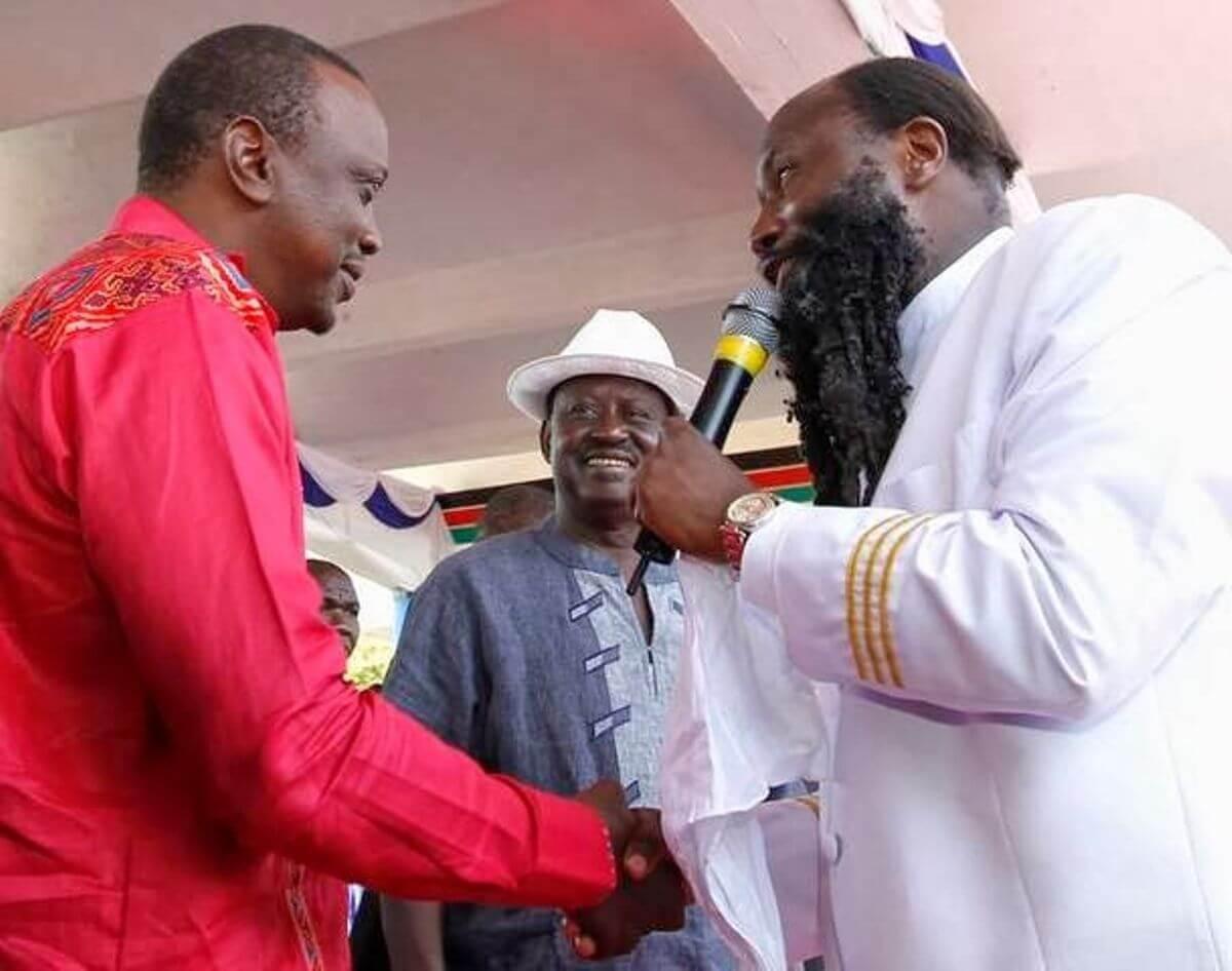 Prophet David Owour with President Uhuru Kenyatta and Raila Odinga. PHOTO | NMG