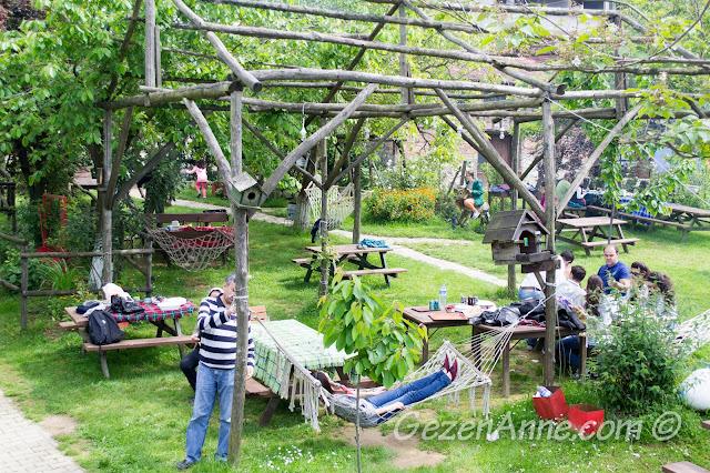 Stella'da  piknik masaları, hamaklar, Polonezköy