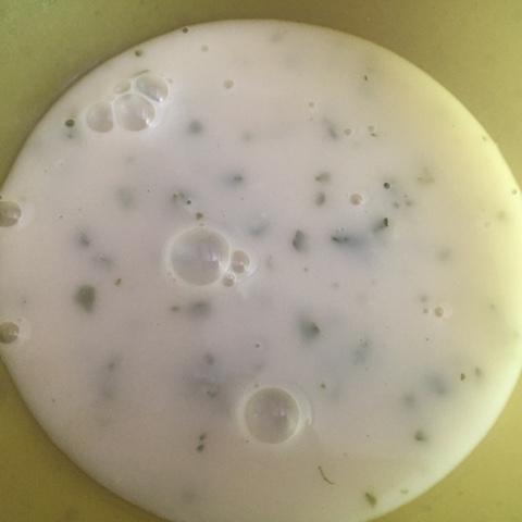 Spargelcremesuppe aus Spargelschalen
