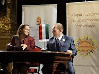 05 Novák Katalin és Pataki János a megállapodás aláírásakor.JPG