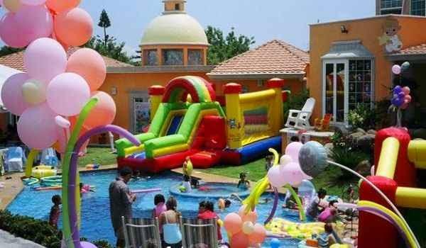 El local donde se llevara la fiesta para niños tiene que estar abierto siempre