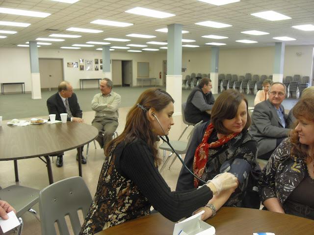 Spotkanie medyczne z Dr. Elizabeth Mikrut przy kawie i pączkach. Zdjęcia B. Kołodyński - SDC13619.JPG